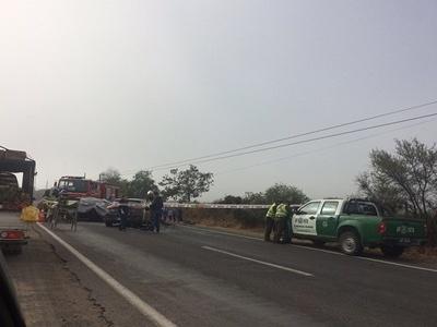 Dos muertos y un herido tras choque vehicular en Olmué.